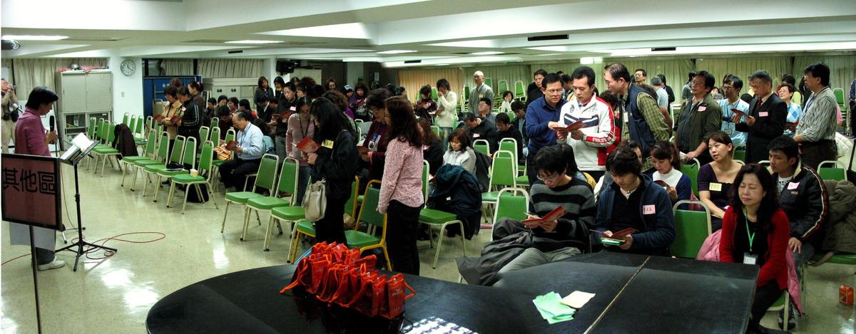 3月12日在台北靈糧堂深夜的餐福佈道決志者