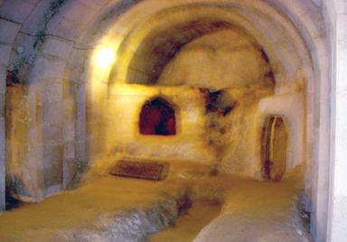 尼錄逼迫基督徒時,他們躲藏的地窖之一。<br>2006年,黃黃哲士攝於土耳其。「甘霖」版權所有。